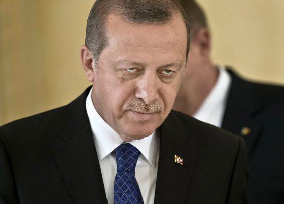 днес Ердоган и част от управляващият елит на Турция виждат в проповедника заплаха.