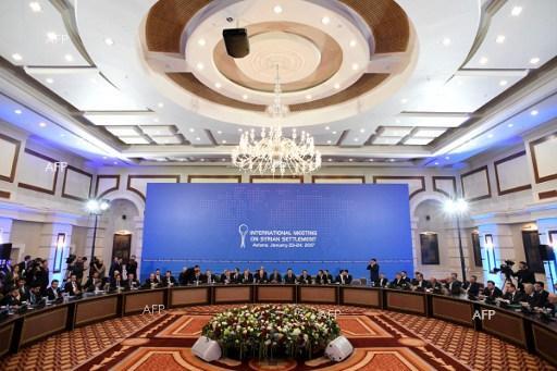 Масата за преговори в хотел в Астана