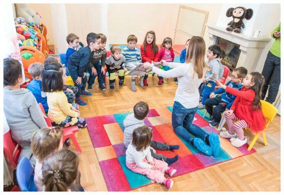 При посещениеята си в училища или детски градини Радостина винаги ангажира активно децата